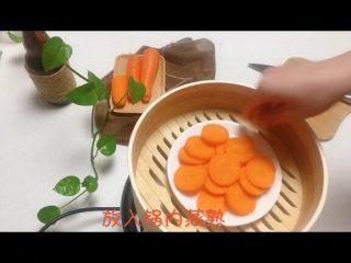 宝宝辅食系列~胡萝卜溶豆,放入整好蒸锅内蒸熟