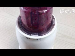 宝宝辅食系列~火龙果溶豆,火龙果切小块放入料理机中打成泥