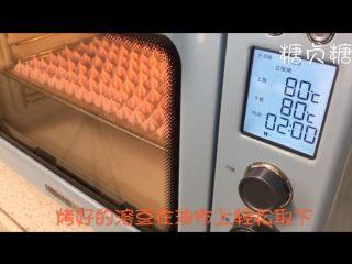 宝宝辅食系列~火龙果溶豆,要注意观察,烤好的溶豆是可以轻松在油布上取下的就证明熟了