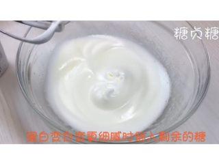 宝宝辅食系列~火龙果溶豆,蛋白发白变细腻加入剩余的糖