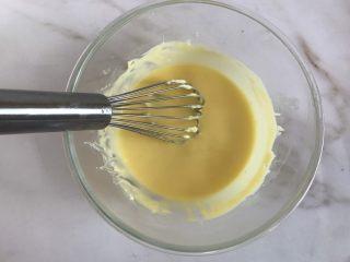 轻乳酪芝士蛋糕,搅拌均匀无颗粒
