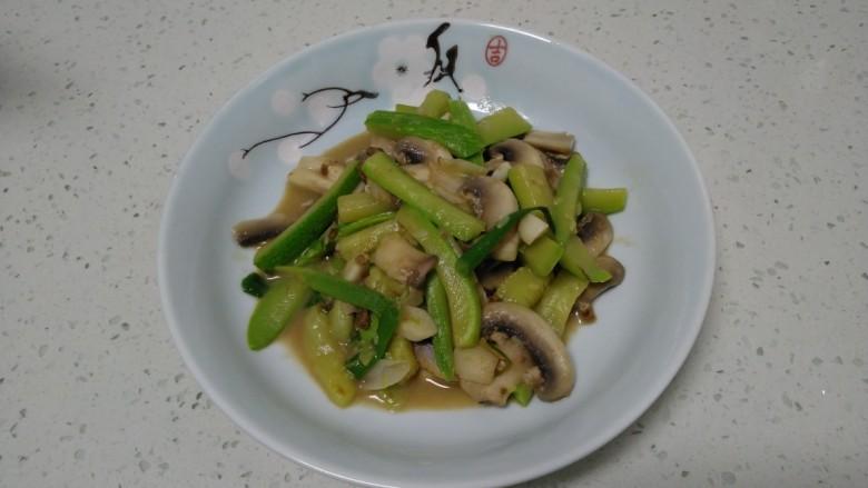 西葫芦炒蘑菇