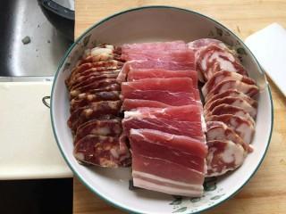 蒸蒸日上—鳗香咸肉蒸腊肠,在把咸肉放在鳗香,把肉的肉汁蒸到鱼里面是特别美味,鲜