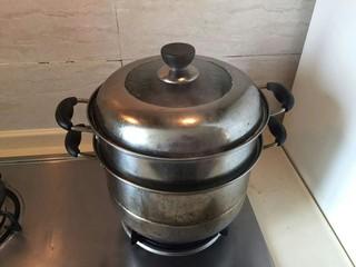 蒸蒸日上—鳗香咸肉蒸腊肠,大火蒸。45分钟。