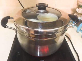 家常海參蒸蛋,蓋上鍋蓋,大火燒開后中火燒8分鐘即可