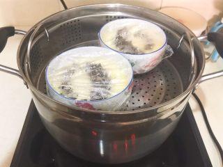 家常海參蒸蛋,放入蒸鍋