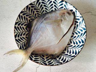 #年年有余#红烧鲳鱼,两面轻划3-4刀
