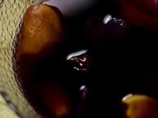 补血益气还驱寒的红糖老姜双薯糖水,倒入红糖,转小火煮至双薯变软即可(不要煮太久)。