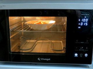 小清新范儿滴【菠菜南瓜蛋糕卷】,放进长帝蒸烤箱,选择纯蒸模式,设定温度100度,时间15分钟