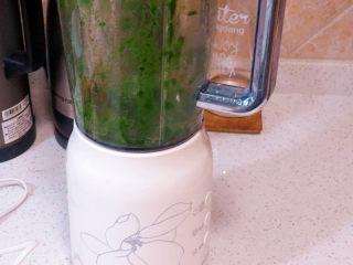 小清新范儿滴【菠菜南瓜蛋糕卷】,加一点点水入搅拌机打成菠菜汁