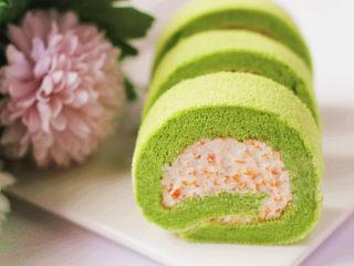 小清新范儿滴【菠菜南瓜蛋糕卷】,要吃的时候拿出来切片即可