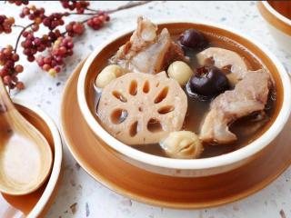 莲藕莲子排骨汤