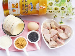 香甜软糯的芋泥肉松酥,准备材料:解冻的蛋挞皮8个,荔浦芋头1个,肉松适量,鸡蛋1个,澳优能力多G4奶粉2勺,黑芝麻适量。