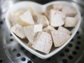 香甜软糯的芋泥肉松酥,芋泥上锅蒸熟。