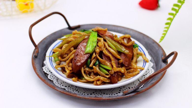 营养又养胃的快手火腿肠芹菜炒面