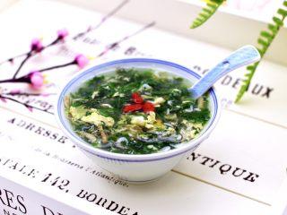 养生营养的荠菜虾皮鸡蛋汤
