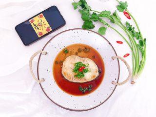 年年有鱼:清蒸鳕鱼,摆盘时搁上少许葱丝和红辣椒圈装饰