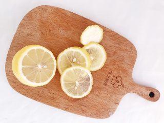 年年有鱼:清蒸鳕鱼,柠檬切片去籽