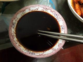 秋葵拌三文鱼,挤入少许青芥末,拌匀