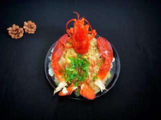 年夜饭—蒜蓉蒸龙虾,出锅