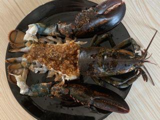 年夜饭—蒜蓉蒸龙虾,抹蒜蓉腌制一会
