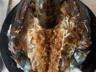 年夜饭—蒜蓉蒸龙虾,上锅蒸5分钟
