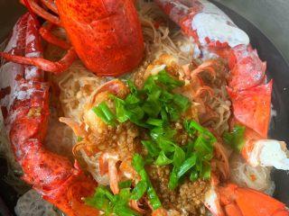 年夜饭—蒜蓉蒸龙虾,撒葱花 淋热油