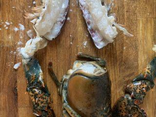 年夜饭—蒜蓉蒸龙虾,虾肉抹淀粉