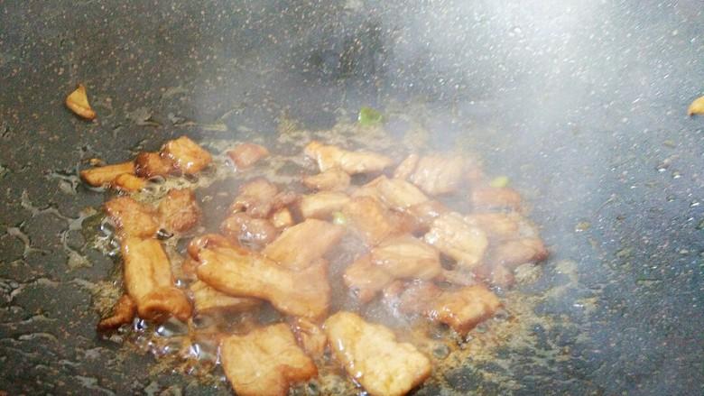 #猪年#五花肉炒香菇,炒至均匀上色,炒出油脂