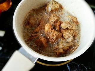 #猪年#糖醋排骨,腌好的排骨放入油锅中炸透