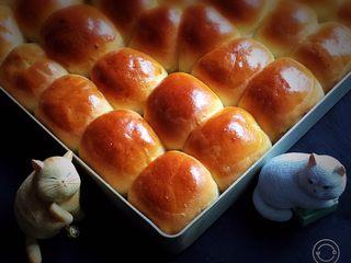 奶黄小面包,一个个饱满的小面包诱惑了我。