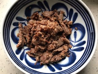 牛肉红肠拌黄瓜,卤牛肉切碎