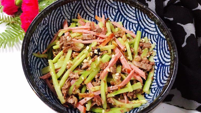 牛肉红肠拌黄瓜