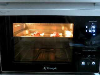猪年大吉【猪猪卡通馒头】 ,蒸盘放进烤箱,选发酵功能30度1小时左右发酵至1.5倍