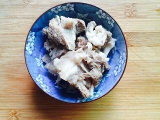 #猪肋排#筒骨胡萝卜粥,反复冲洗干净沥干水分
