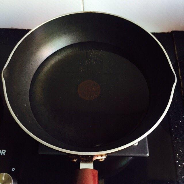 #猪肋排#筒骨胡萝卜粥,锅中加入冷水