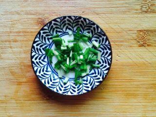 #猪肋排#筒骨胡萝卜粥,小葱洗净切圈