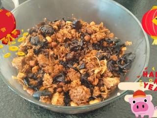 年夜饭特辑—四喜烤麸✨,装盘完成。把烤麸的水分炒干后多放几天不容易坏。