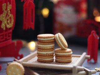 牛轧小圆饼,走亲访友最有心意伴手礼,可爱又美味的网红牛轧小圆饼干就制作完成了。