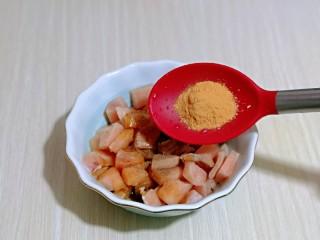 低脂低热彩蔬黑胡椒鸡丁,最后加入奥尔良鸡肉料。