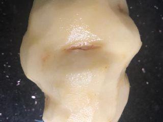 笑脸土豆饼,一个大土豆洗净去皮切薄片!