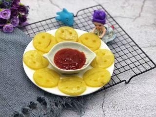 笑脸土豆饼,沾点番茄酱,小朋友很喜欢。
