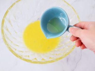 旺仔小馒头,鸡蛋液中加入玉米油