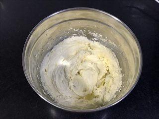 玛格丽特饼干,电动打蛋器打至发白,羽毛状。