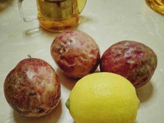 手打百香果柠檬茶,准备好所需要的材料