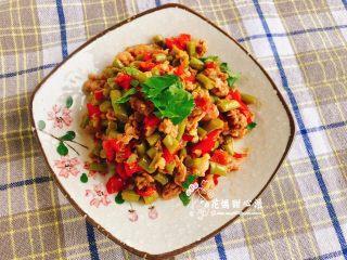 炒酸豆,絞肉與酸豆的比例可自行調整、 這道菜主要以酸豆為主、 我調整了比例提高絞肉的部分 讓孩子可以拌飯吃哦