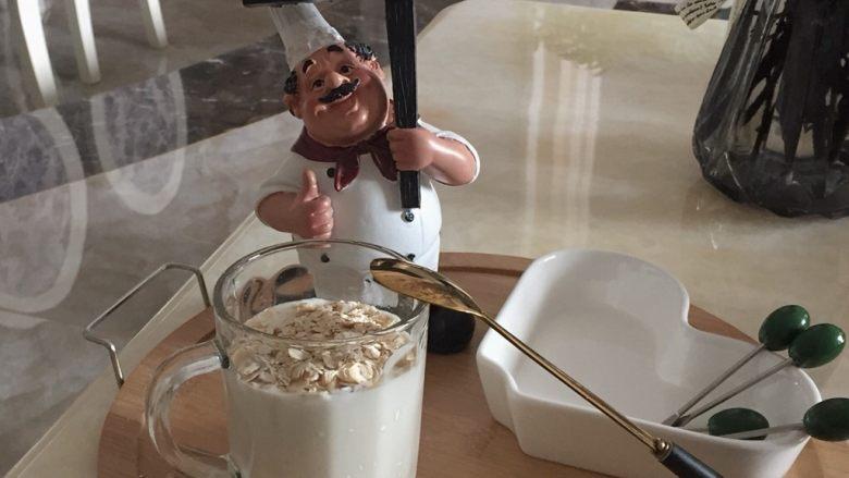 一分钟制作燕麦酸奶减肥餐