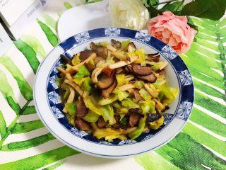杏鲍菇包菜炒酱油肉,成品图