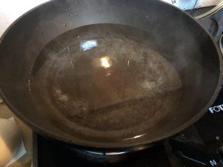 葡萄干肉桂胚芽贝果,加入1000克开水。开小火。