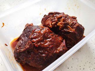 酱牛肉(高压锅版),吃不完的可以放入保鲜盒,冰箱冷藏,想吃的时候拿出来切就可以了
